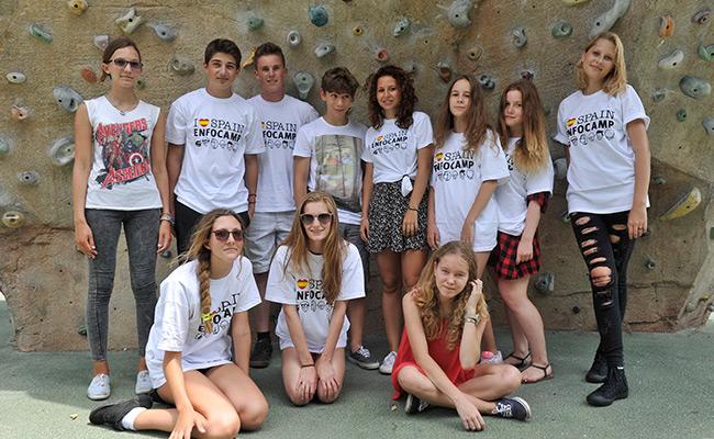 Hiszpania obóz językowy dla młodzieży w Walencji - zdjęcie grupowe