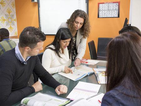 Zajęcia odbywają się w grupach maksymalnie 12 osobowych