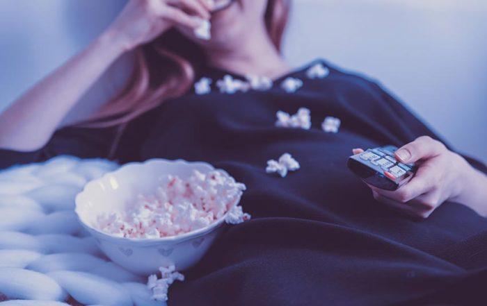 Oglądanie filmów w oryginale rozwija umiejętność rozumienia ze słuchu
