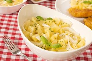 Sałatka ziemniaczana to obowiązkowe danie na wielkanocnym stole